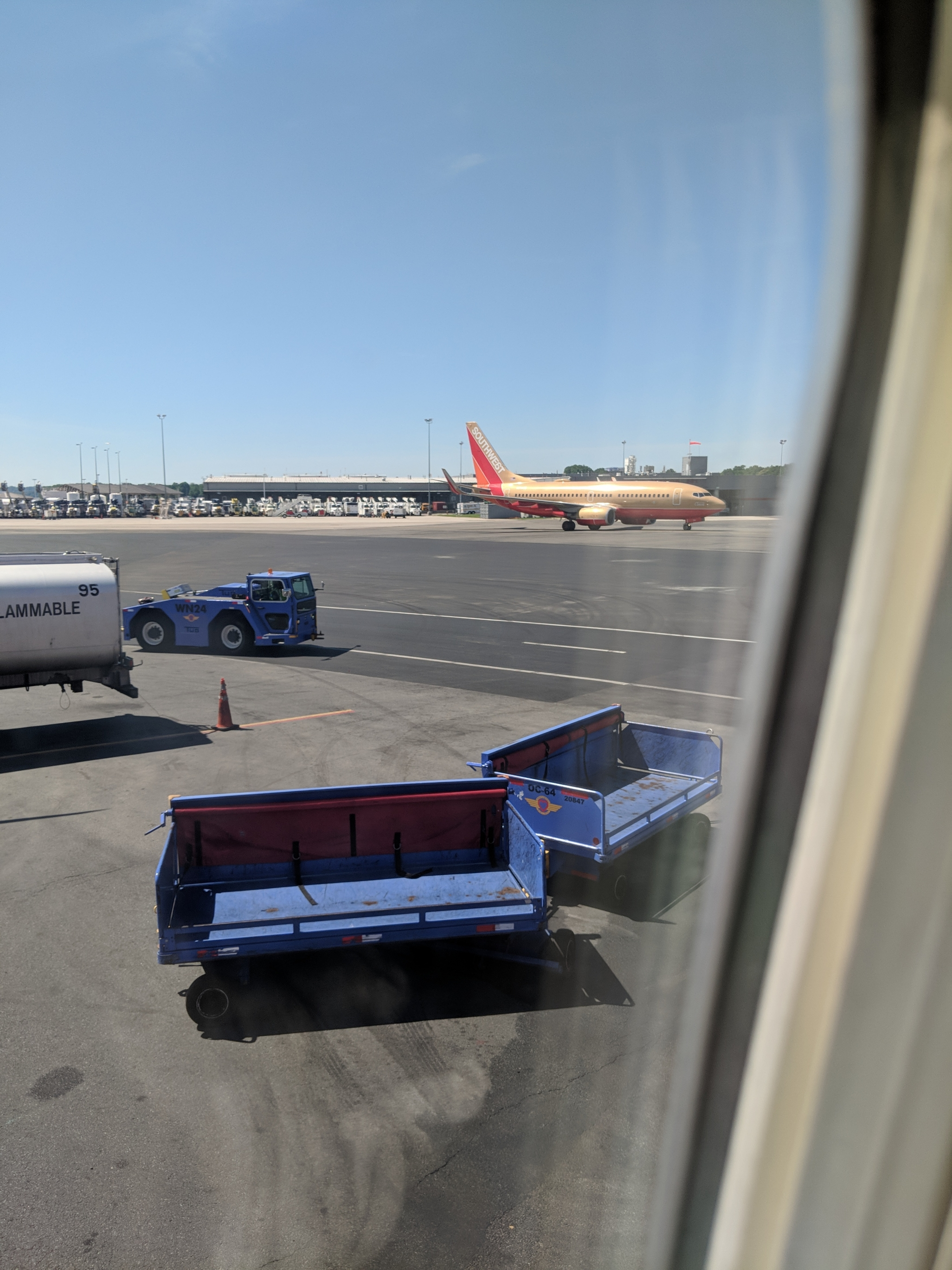 Southwest Desert Gold 737-700