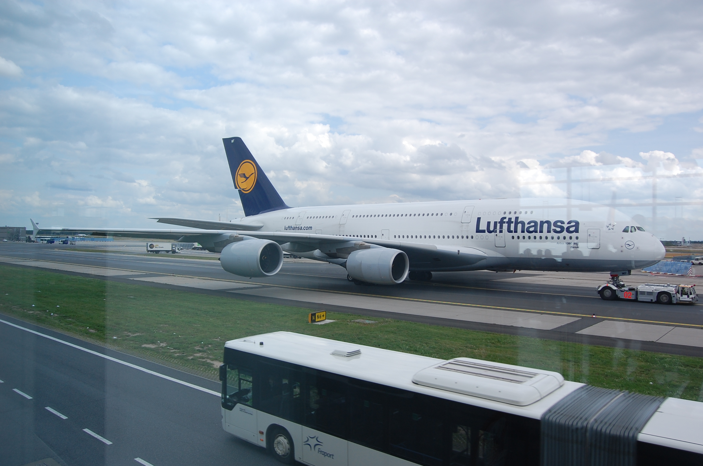 lufthansa a380 800 eddf ah45 39 s flights gallery. Black Bedroom Furniture Sets. Home Design Ideas