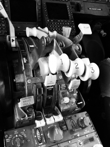 Boeing 727 throttles