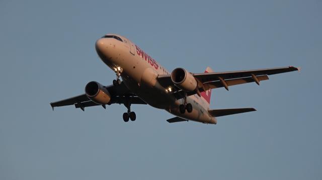 Swiss - Airbus A319 - HB-IPT - Birmingham Airport