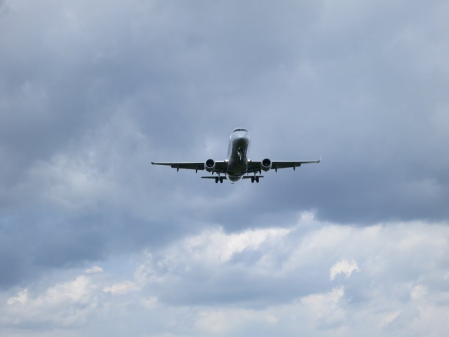 E-Jet on short final at DCA