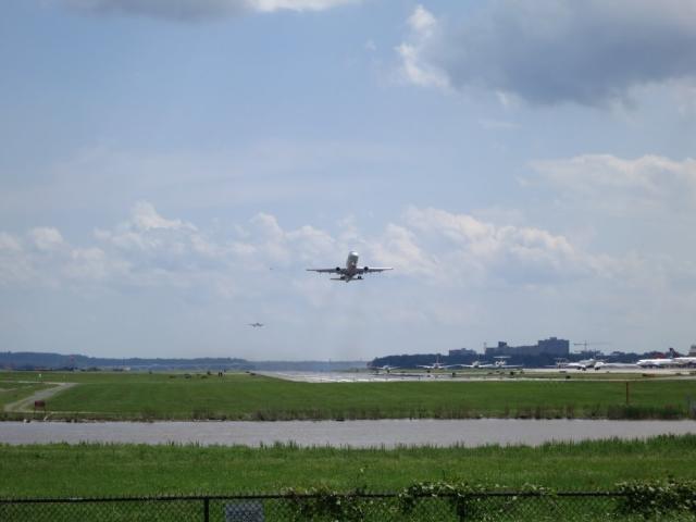 Runway operations at DCA, facing south.